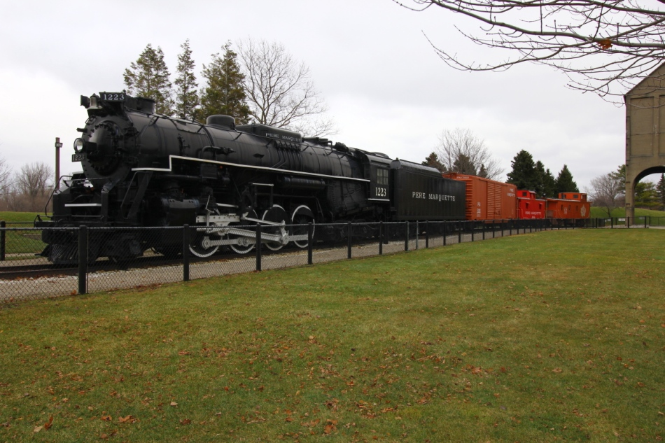 Steam locomotive and rail cars