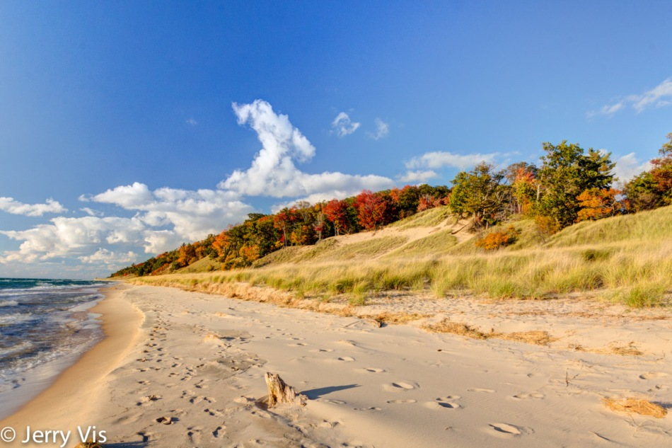 Muskegon State Park beach in autumn